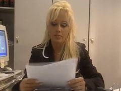 Kelly Trump Porno im Büro