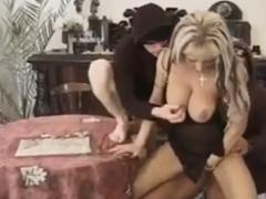 Hausfrau von 2 Einbrechern gefickt