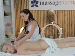 Geile Sex Massage unter Lesben