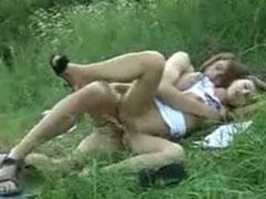 Paar fickt sich ungeniert im Freien