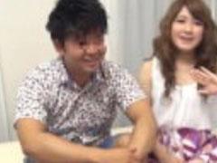 Süsse Asiatin zum ersten Mal vor der Porno Kamera
