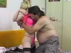 Reife Hausfrau von ihrem fetten Mann gefickt