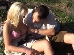 Süsses Mädchen im Wald gefickt
