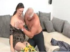 Altes Ehepaar zeigt euch wie man richtig geil fickt