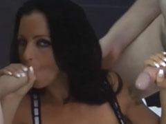 Gruppenfick mit einer heissen deutschen Pornodarstellerin
