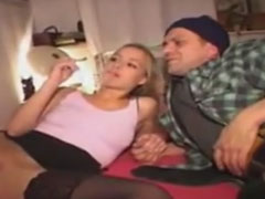 Geile Schlampe für einen Pornofilm gecastet