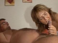 Verbrauchte Schlampe von ihrem fetten Mann gefickt