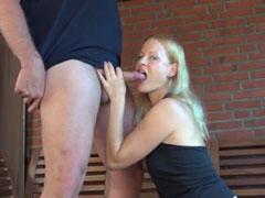 Blonde Hausfrau auf der Terasse gefickt
