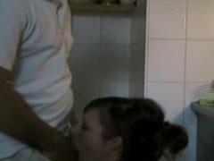 Hausfrau in der Küche gefickt