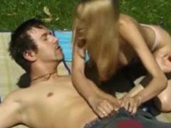 Titus fickt seine geile Jasmin draussen im Park