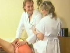 Deutscher Frauenarzt ist scharf auf seine Patientinnen