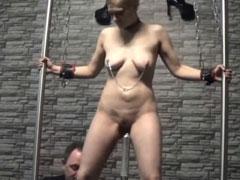 Devote deutsche Hausfrau im SM Porno