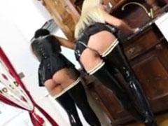 Lesbische Zimmermädchen lecken sich