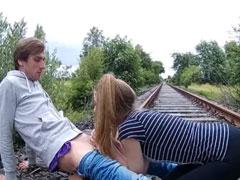 Sex im Freien auf den Bahngleisen