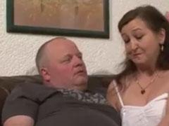Deutscher Amateur Sex mit dicker Hausfrau