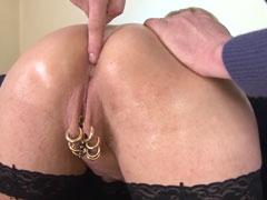 Reife Hausfrau steht auf geile Intim Piercings