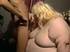Massige Hausfrau im Gruppensex Porno