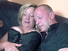 Sex zu dritt mit geilen Hausfrauen